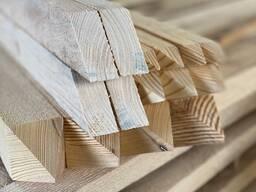 新鲜锯松木桩